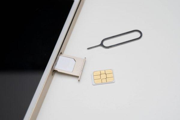 SIMを取り出した画像